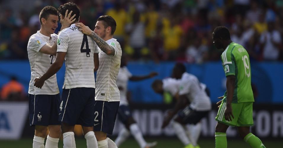 Jogadores da França comemoram o segundo gol contra a Nigéria em Brasília