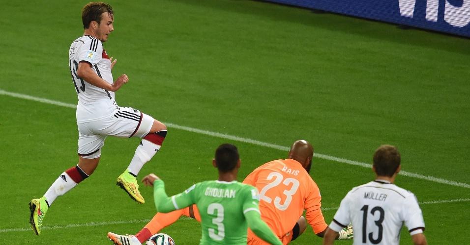 30.jun.2014 - Mario Götze desperdiça oportunidade de abrir o placar para a Alemanha contra a Argélia, no Beira-Rio