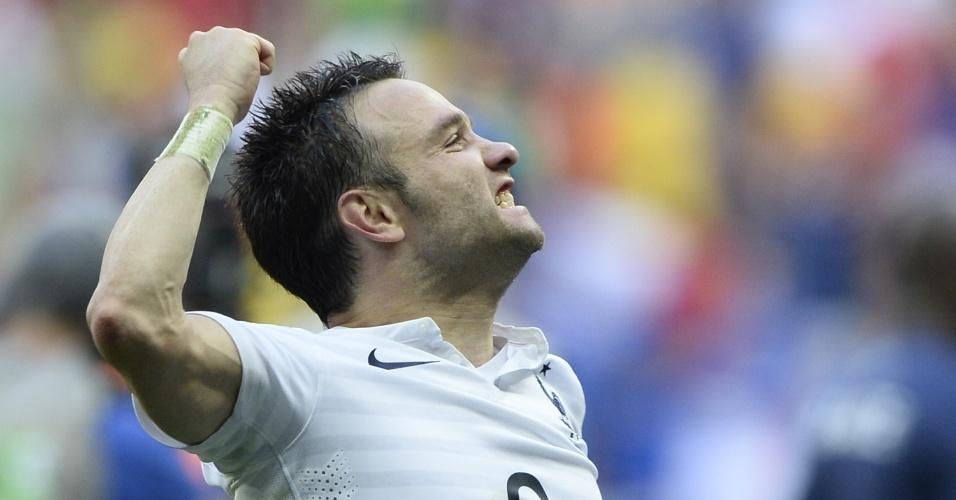 30.jun.2014 - Mathieu Valbuena comemora a classificação francesa após vitória sobre a Nigéria por 2 a 0 no Mané Garrincha