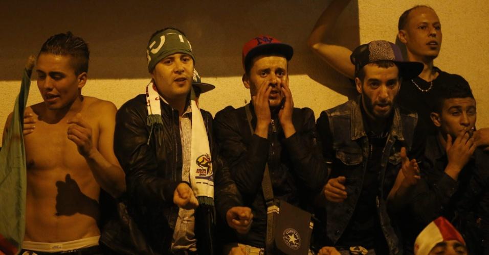 Na França, argelinos assistem duelo decisivo contra a Alemanha pela Copa do Mundo