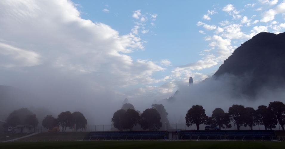 Neblina toma conta da Granja Comary no treino da seleção brasileira desta segunda-feira