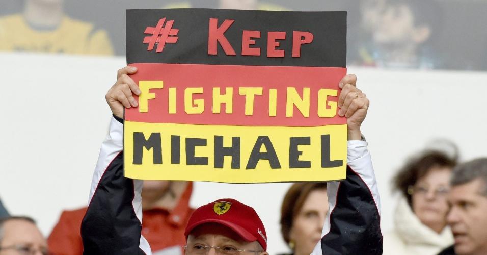 30.jun.2014 - No Beira-Rio, torcedor alemão manda mensagem de apoio ao ex-piloto Michael Schumacher, vítima de acidente de esqui em dezembro de 2013