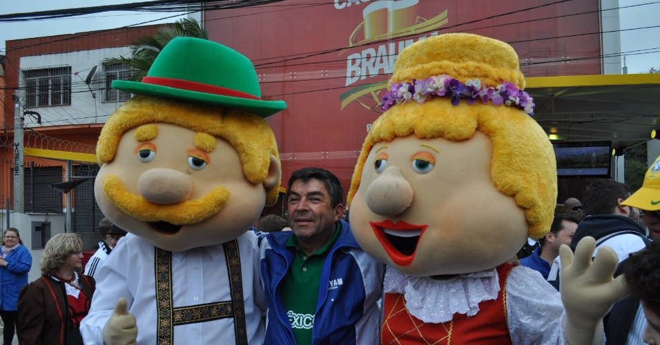 30.jun.2014 - O clima de festa tomou conta de Porto Alegre e do Beira-Rio antes do jogo entre Alemanha e Argélia