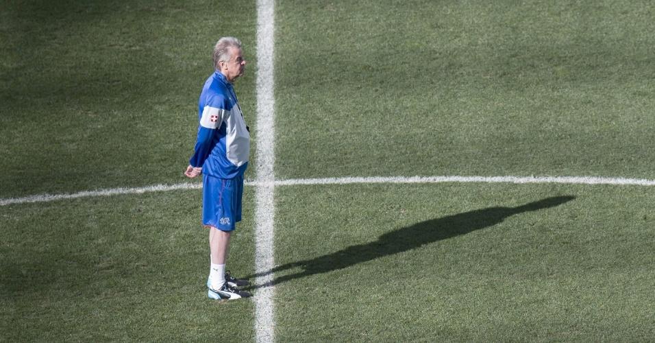 Ottmar Hitzfeld, técnico da Suíça, comanda treinamento da equipe, em São Paulo, um dia antes da partida contra a Argentina pelas oitavas de final da Copa