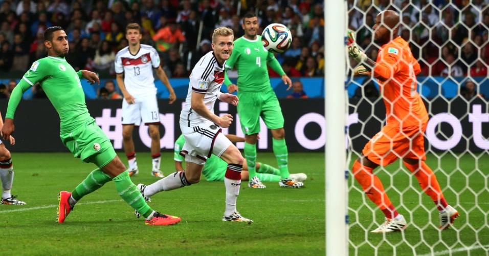 30.jun.2014 - Schürrle completa cruzamento e coloca a Alemanha na frente contra a Argélia no início da prorrogação no Beira-Rio