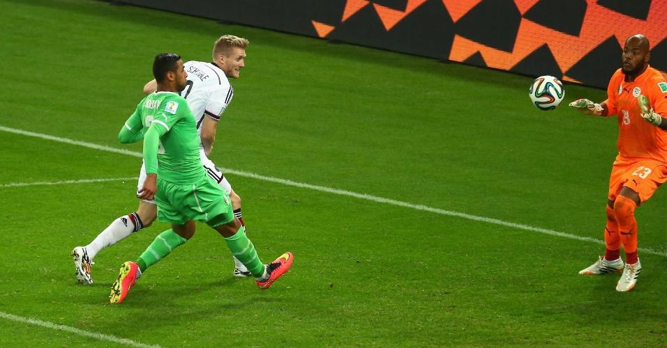 30.jun.2014 - Schürrle faz o primeiro gol da Alemanha no começo do primeiro tempo da prorrogação contra a Argélia, no Beira-Rio