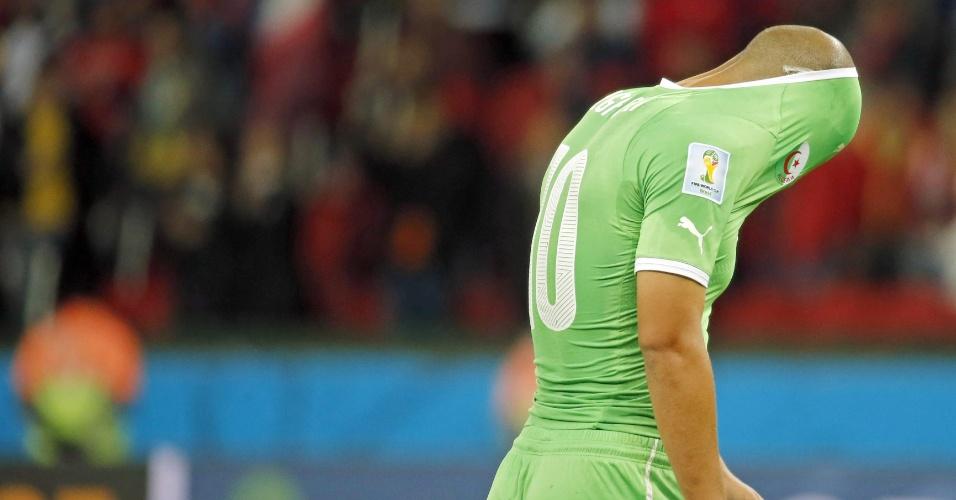 Sofiane Feghouli, da Argélia, parece não acreditar na eliminação de sua seleção da Copa. Os africanos levaram o jogo contra a Alemanha para a prorrogação, mas perderam por 2 a 1