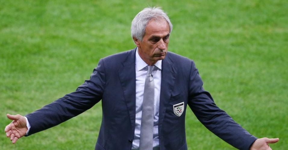 30.jun.2014 - Técnico da Argélia, Vahid Halilhodzic, reclama durante a partida contra a Alemanha, no Beira-Rio