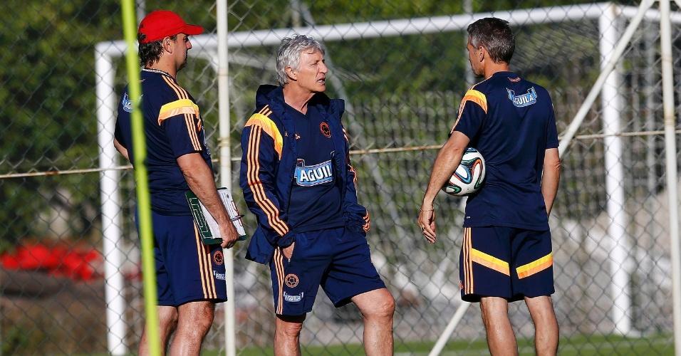 Técnico da Colômbia José Pekerman comanda treinamento da equipe que enfrenta o Brasil nas quartas de final da Copa
