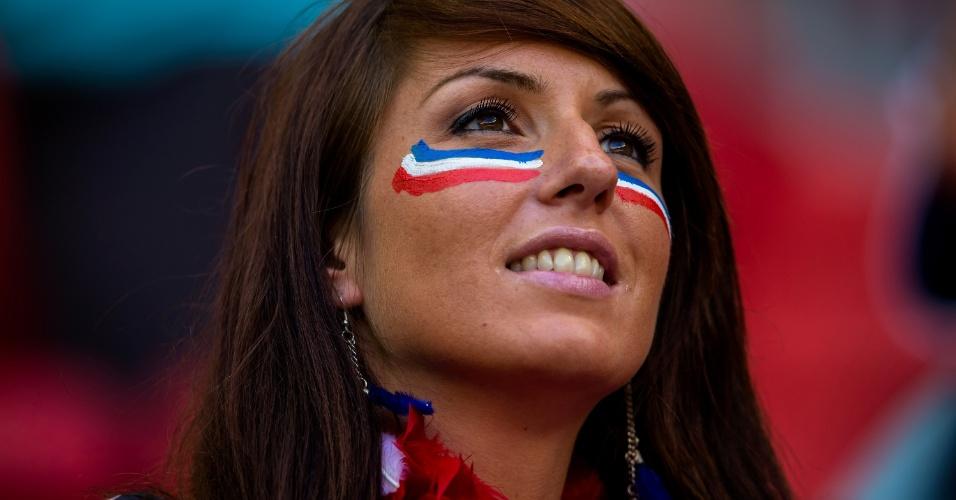 Torcedora francesa no estádio Nacional para o jogo contra a Nigéria