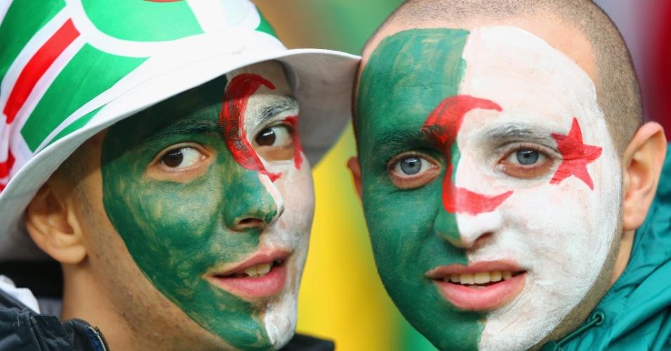 30.jun.2014 - Torcedores da Argélia fazem festa antes do jogo contra Alemanha, no Beira-Rio