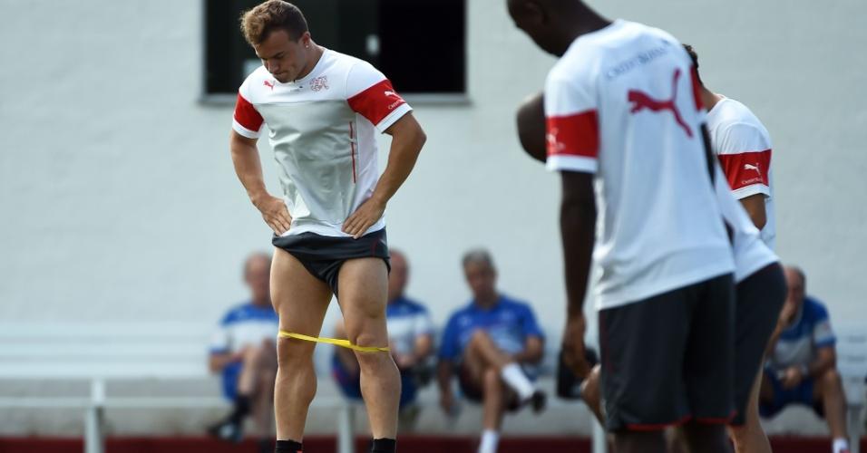 Xherdan Shaqiri faz treinamento físico com a seleção suíça
