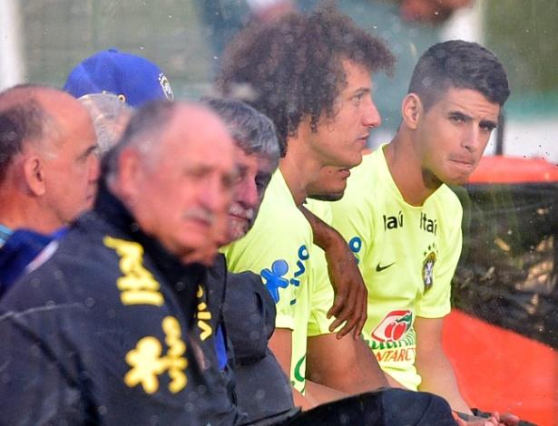 D. Luiz e Oscar defenderam Chelsea no início do ano. 41 dos 184 atletas das quartas jogam o Inglês