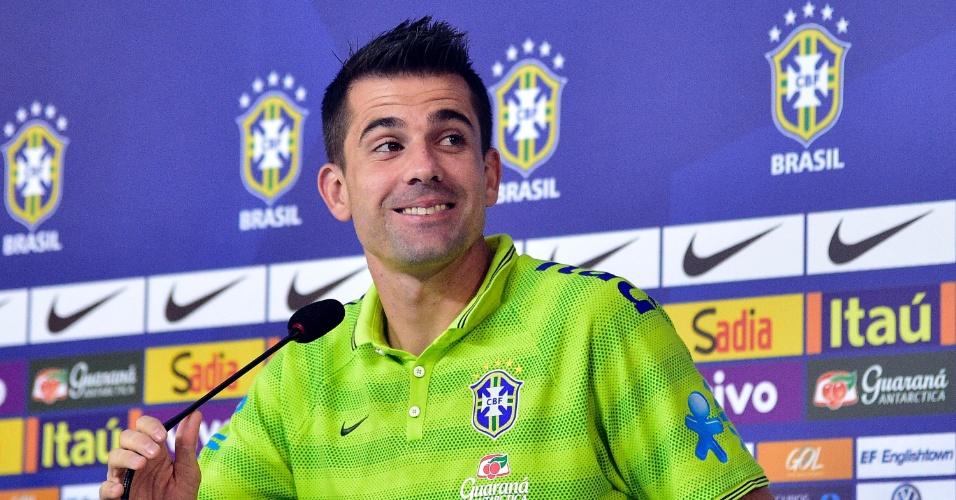 01.07.2014 - Goleiro Victor foi personagem da entrevista coletiva