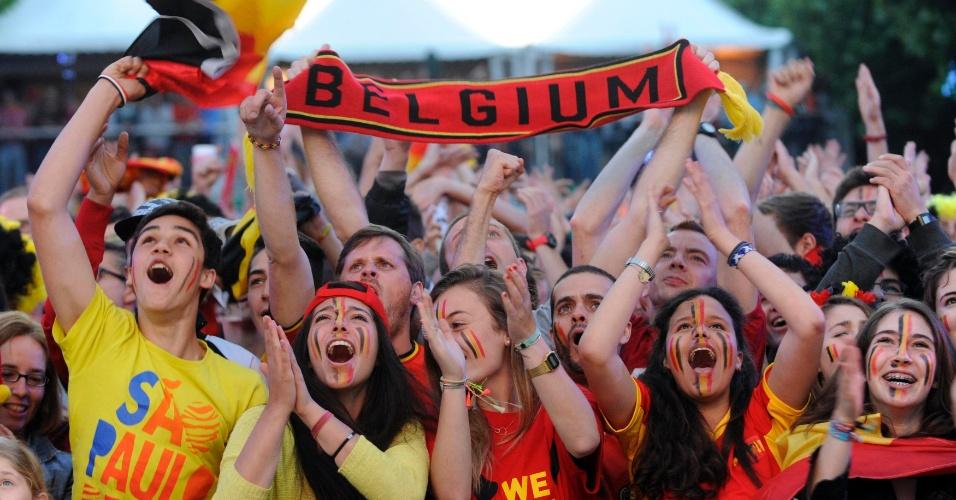 01.jul.2014 - Em Bruxelas, torcida belga comemora vaga nas quartas de final da Copa do Mundo após vitória sobre os Estados Unidos