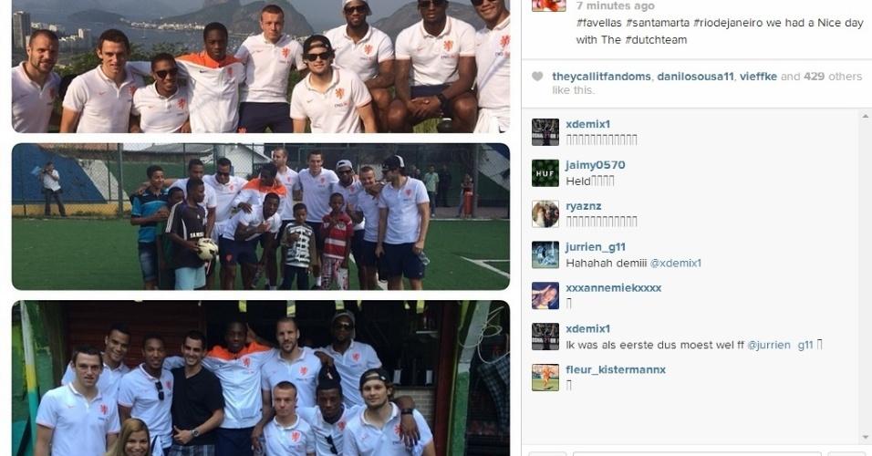 01.jul.2014 - Jeremain Lens publica foto de ação social dos jogadores da Holanda no Morro Dona Marta, no Rio de Janeiro