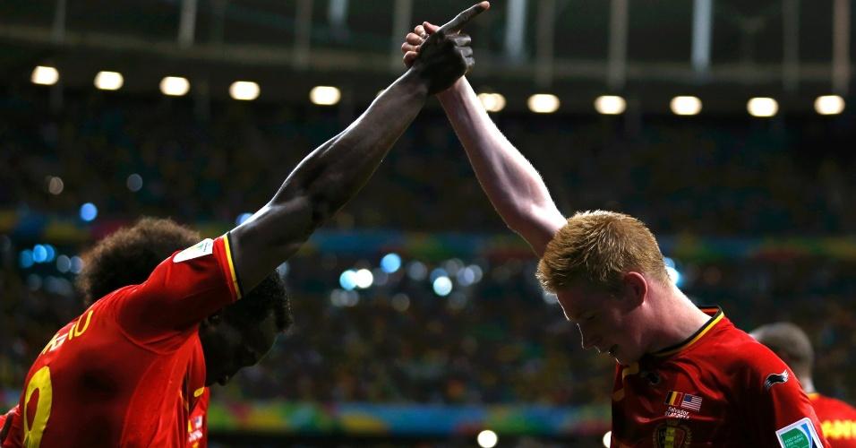01.jul.2014 - Lukaku e De Bruyne, autores dos gols belgas, comemoram classificação para as quartas de final da Copa do Mundo