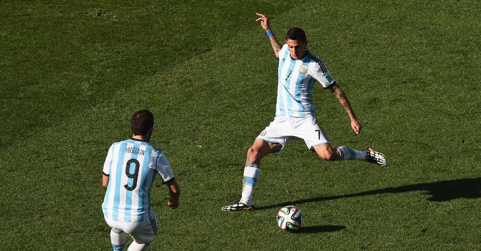 01.jul.2014 - Angel di Maria chuta cruzado e marca o gol da vitória argentina sobre a Suíça aos 12 minutos do segundo tempo da prorrogação, no Itaquerão