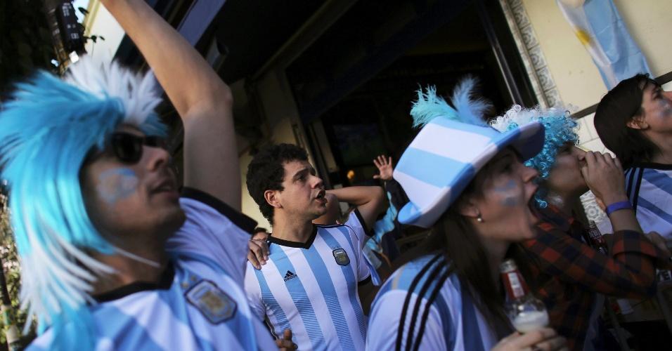 Argentinos torcem pela sua seleção contra a Suíça em bar na Vila Madalena