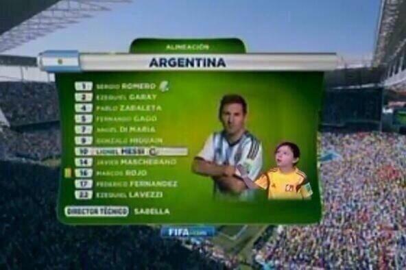 Até na escalação o Messi ignora o garotinho
