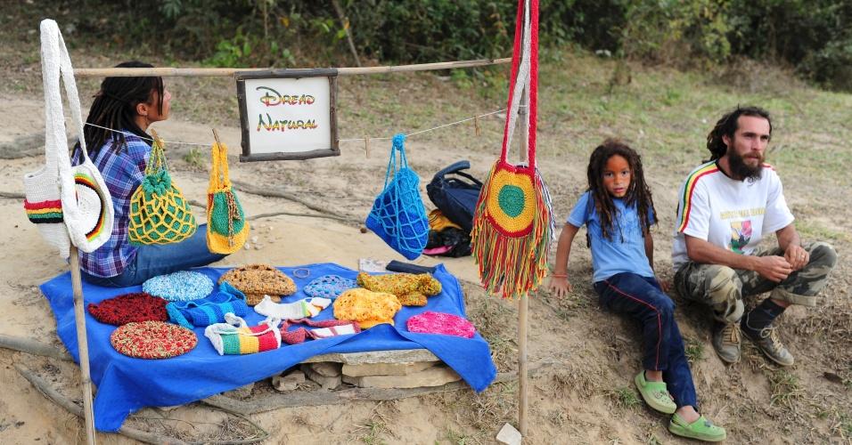 Pessoas que seguem o estilo de vida hippie também procuram São Tomé das Letras, como a família de Eduardo Carmona, que veio de São Bernardo do Campo