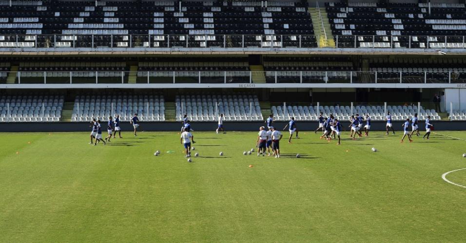 Costa Rica faz treinamento na Vila Belmiro, em Santos. Time encara a Holanda no próximo sábado, pelas quartas de final