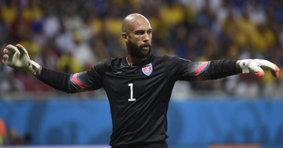 01.jul.2014 - Howard gesticula com o time dos Estados Unidos após fazer nova defesa e evitar gol da Bélgica