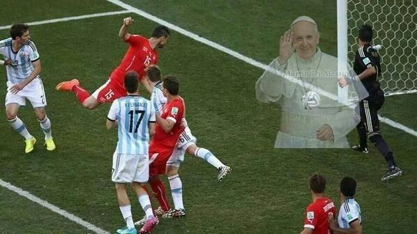 Internautas montam presença de Papa no Itaquerão durante o jogo da Argentina