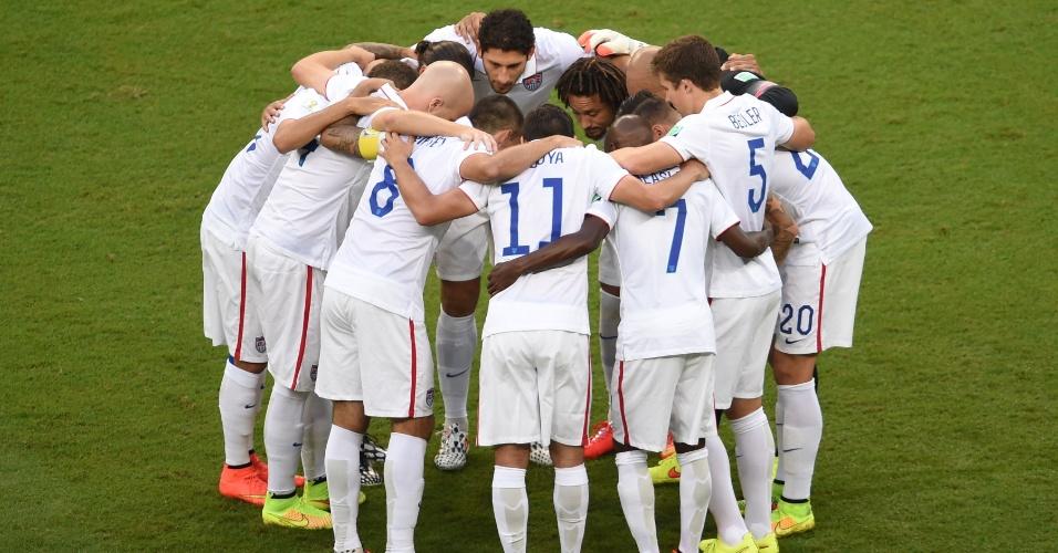 01.jul.2014 - Jogadores dos Estados Unidos conversam antes do início da partida contra a Bélgica