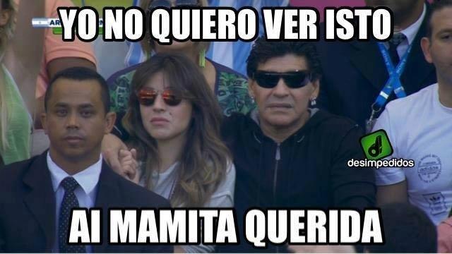 Maradona não quer mais ver o que está acontecendo em campo contra a Suíça