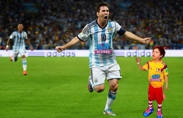Messi ignora garotinho até na hora de comemorar o gol