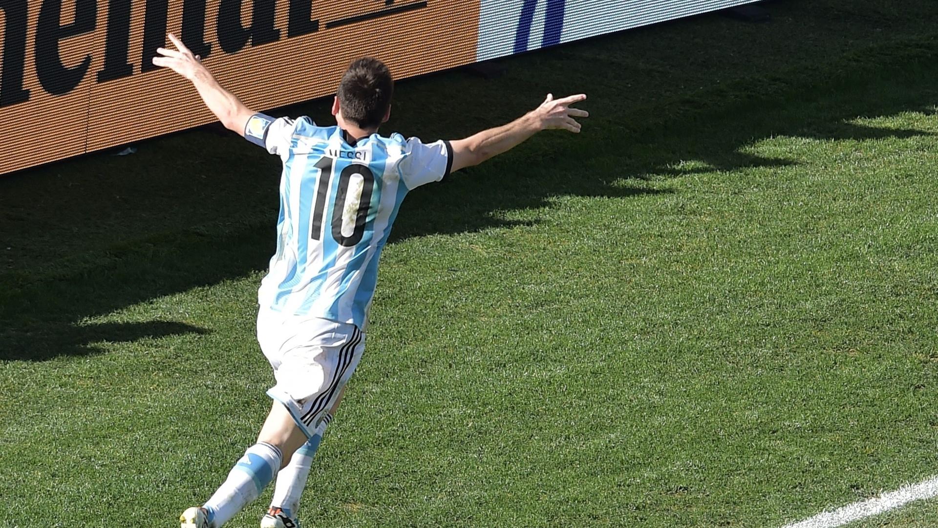 01.jul.2014 - Messi não marcou, mas deu a assistência para o gol da Argentina contra a Suíça, no Itaquerão. Os argentinos estão nas quartas de final da Copa