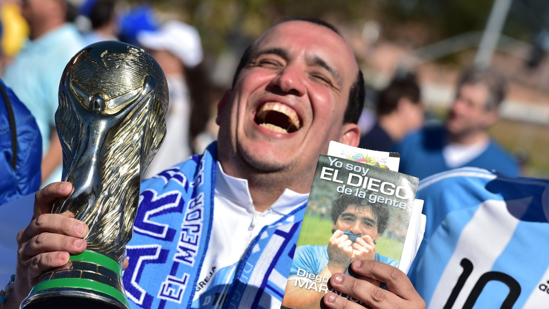 01.jul.2014 - Torcedor argentino esbanja otimismo na chegada ao Itaquerão