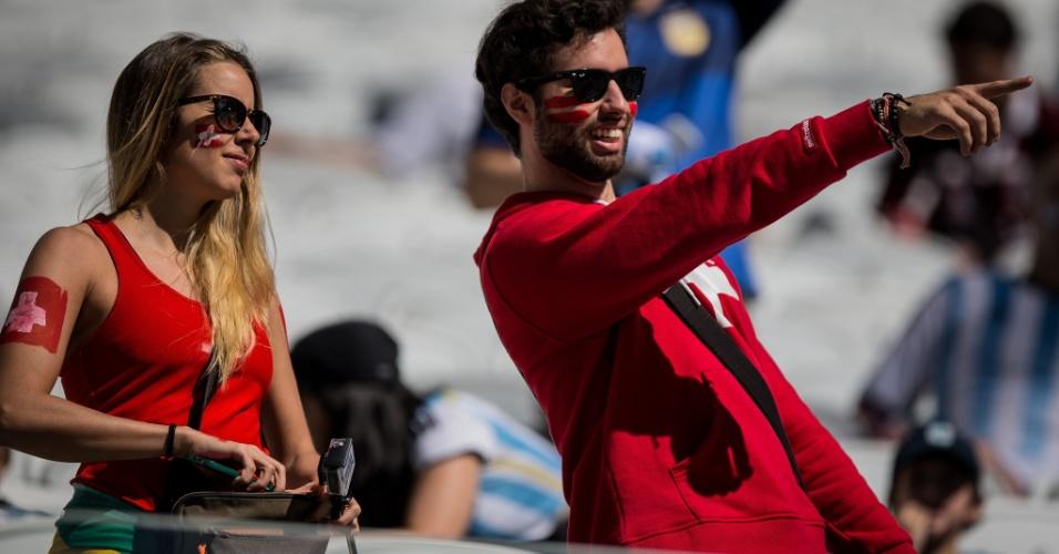 01.jul.2014 - Torcedores suíços também marcam presença no Itaquerão para o jogo contra a Argentina