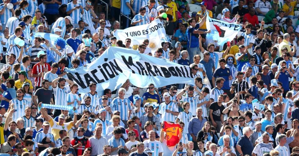 """01.jul.2014 - Torcida argentina """"invade"""" o Itaquerão para a partida contra a Suíça, pelas oitavas de final da Copa do Mundo"""