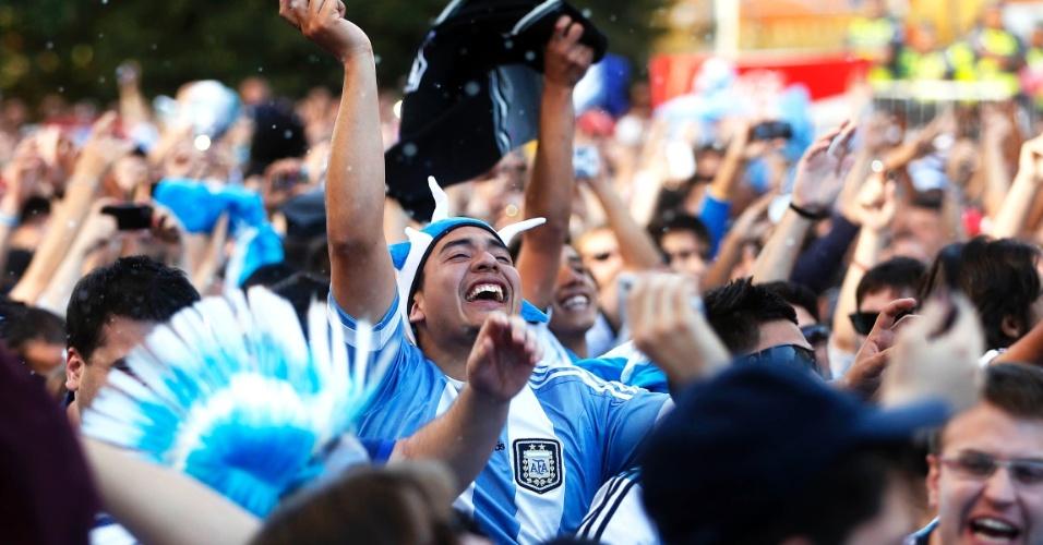 Torcida da Argentina comemora classificação às quartas de final na Fan Fest de São Paulo, no Vale do Anhangabaú