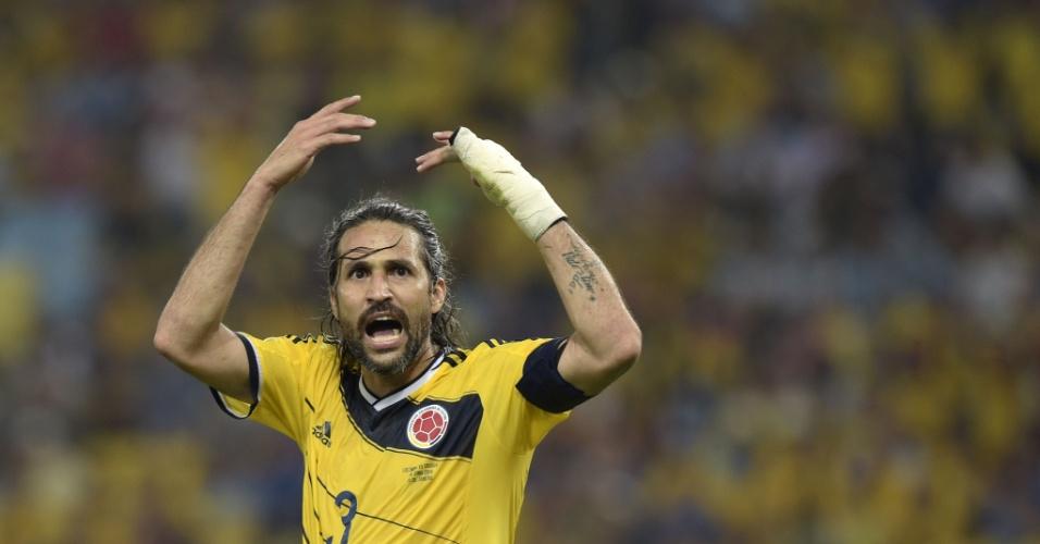 Yepes vibra com a vitória da Colômbia contra o Uruguai nas oitavas da Copa do Mundo