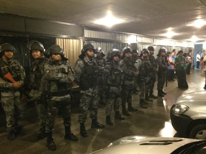 02.jul.2014 - Esquema de segurança é montado pela Polícia Militar em Fortaleza para recepção à seleção brasileira