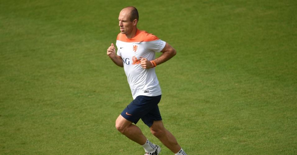 02.jul.2014 - Robben corre no campo durante treino da Holanda, no Rio de Janeiro