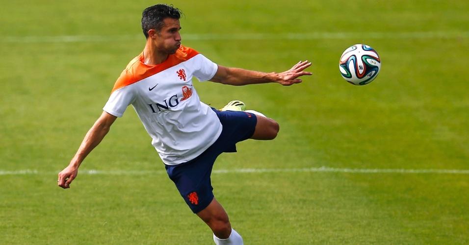02.jul.2014 - Robin van Persie participa de treino com bola com a seleção da Holanda, no Rio de Janeiro