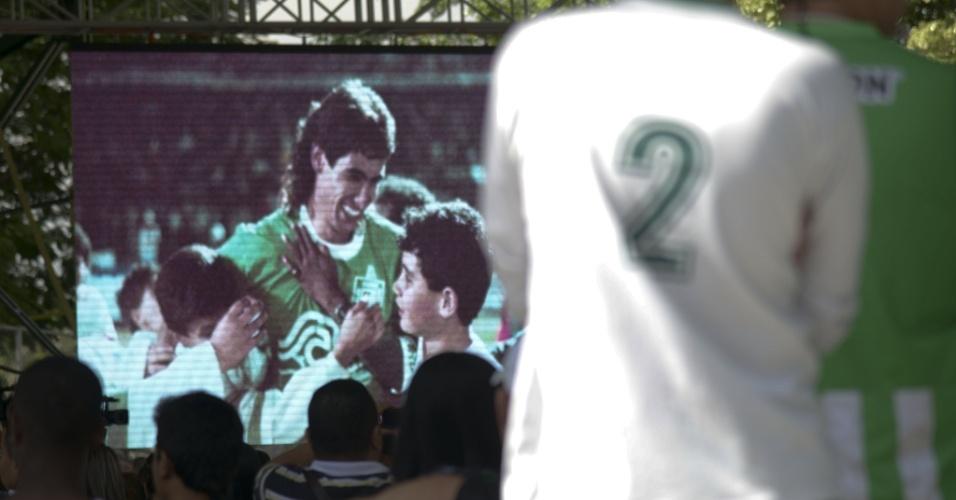 Cerimônia em Medellin homenageia Andrés Escobar, zagueiro colombiano assassinado há 20 anos
