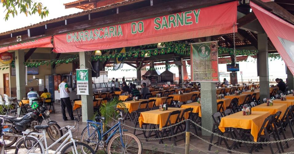 Churrascaria do Sarney, que fica na Orla do rio Amazonas, seu dono é muito parecido com o senador José Sarney que há 24 anos é senador pelo Amapá