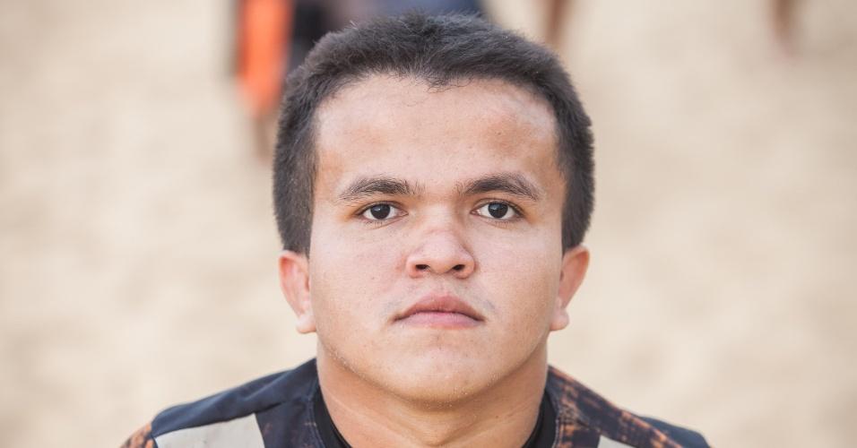 Integrante de iime de futebol Gigantes do Cangaço, composto só por anões, que se apresenta nas areias da praia de Iracema, em Fortaleza