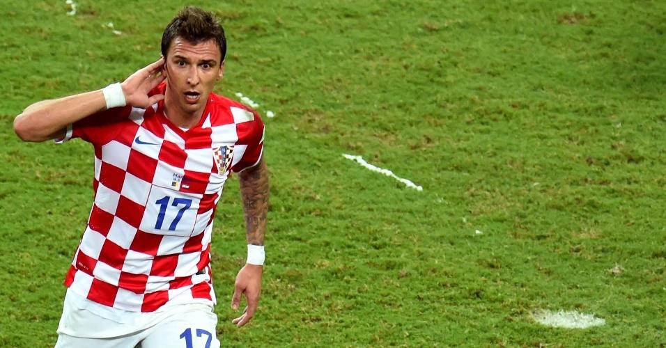 Mario Mandzukic comemora gol da Croácia contra Camarões