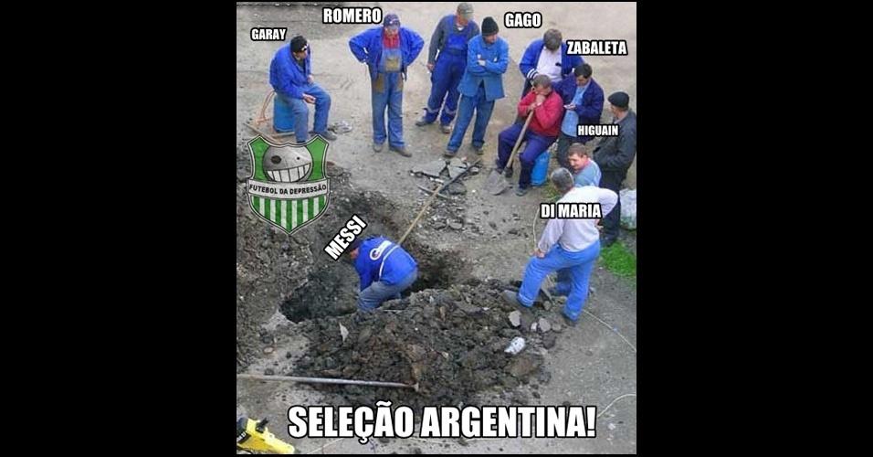 Messi faz todo o trabalho da Argentina enquatno alguns jogadores só assistem