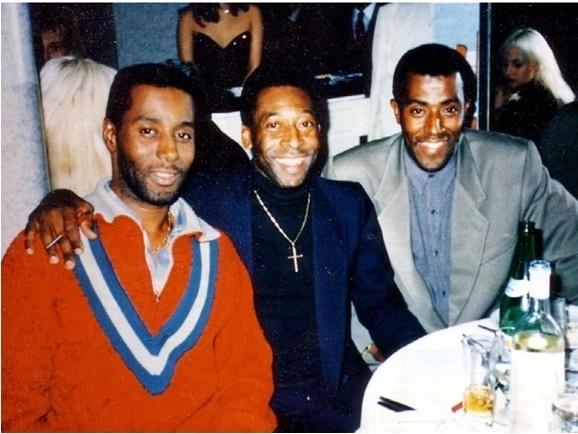 Mohamadou Lamine Fofana em foto antiga com o Pelé