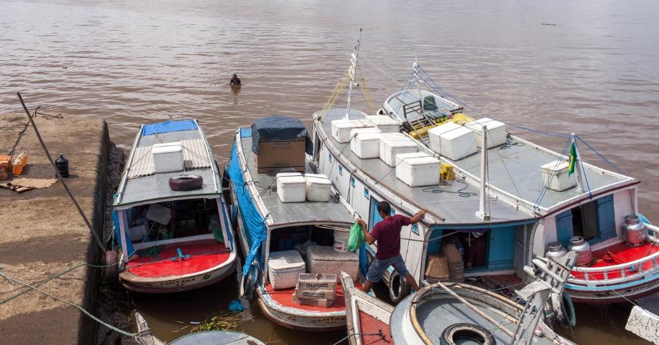 Movimento na ladeira do açai com a maré alta, pescadores e comerciantes iniciaram a pratica do futelama para esperar a maré subir e conseguir tirarem seus barcos da lama