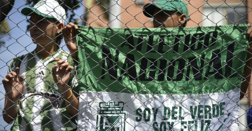 Torcedores do Atlético Nacional comparecem à cerimônia de homenagem a Andrés Escobar