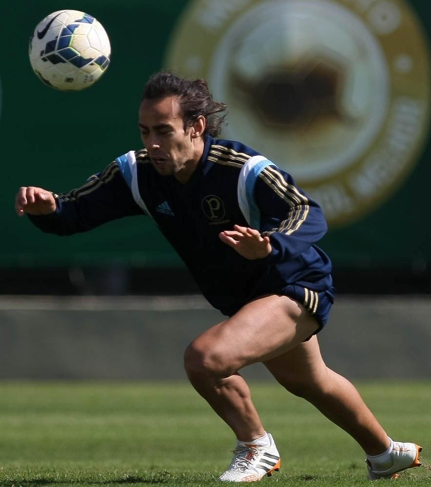 03-07-2014 - Valdivia participou normalmente dos trabalhos com o Palmeiras na sua reapresentação