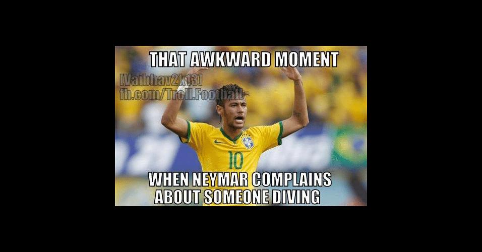 """""""Aquele momento constrangedor em que Neymar reclama que alguém se jogou"""". Atacante é conhecido internacionalmente por simular faltas"""
